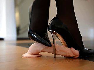 踐踏設計師高跟鞋和55厘米緊身胸衣