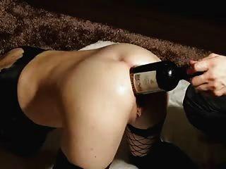 她喜歡好酒。。裡面她的大混蛋