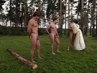 長的釘子口交在森林裡