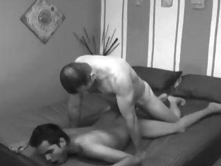 2 cums在他的屁股