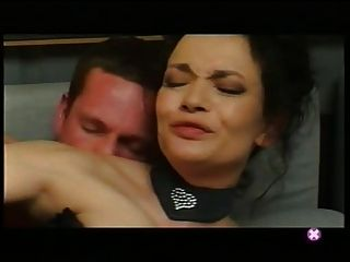 法語:veronica lafait baise sur le canape