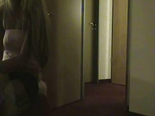 真正的妓女在酒店房間被他媽的