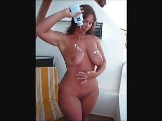 大屁股和titties英國寶貝洗劑她的資產
