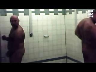 游泳池淋浴