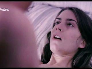 艾麗西亞·羅德里格斯在床上與女朋友