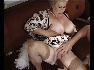 老成熟奶奶性交