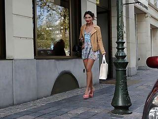 青少年購物公眾高跟鞋和連衣裙(+ upskirt)