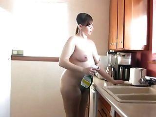 赤腳和赤裸在廚房189