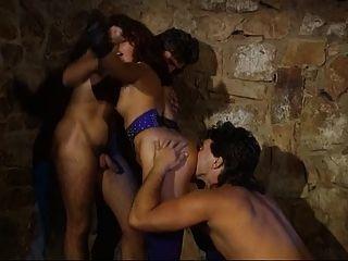德國女主人uness她的奴隸有一個三人行