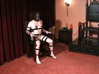 奴隸球和公雞懲罰由哥特式女主人