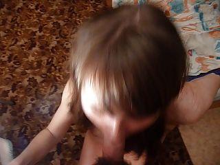 俄國女孩瑪莎需要在她的嘴的大負荷。切版。