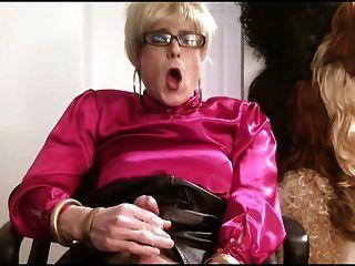 粉紅色緞上衣crossdresser