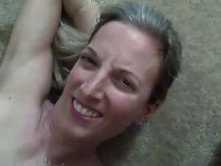 超熱的妻子得到巨大的負荷暨在她的嘴!