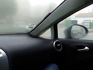 女孩在汽車自慰