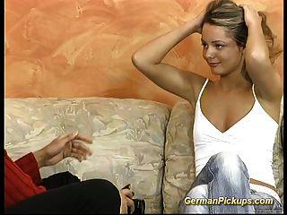 拿起德國金發碧眼的為她的第一肛門