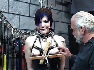 緊身胸衣華麗年輕蒙上眼睛的黑髮被主人len折磨