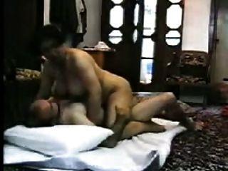 阿拉伯巨乳妻子得到熱自製性與陌生人