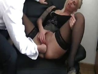 拳擊我的德國女性母狗的老闆,直到她噴