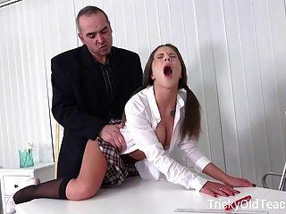 棘手的老師性感的年輕女孩是如此幸運
