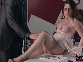 veronica虛榮在辦公室從她的嚴格的老闆得到一個負載