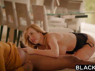黑色的布雷特羅西害怕從她以前的大黑老闆保護