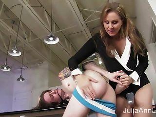 步槍茱莉亞安他媽的stepon在屁股!