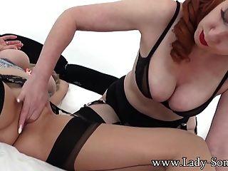 女士sonia在熱女同性戀性交與milf紅xxx