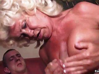 奶奶尖叫,而他媽的辛苦