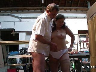 德國63yr老奶奶誘惑他媽的在工作場所