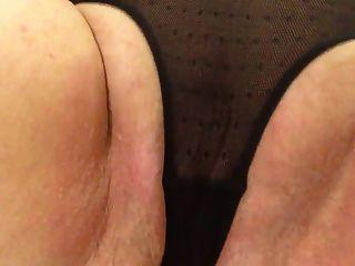 性感奶奶黑色內褲撫摸拍打脂肪貓暨
