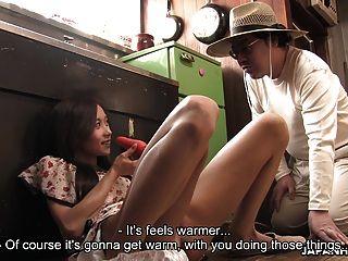 農夫女孩自慰和吸吮不是她的叔叔