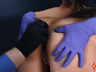 肛門處女得到痛苦的肛門伸展與屁股對嘴