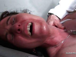 mmf性感成熟硬肛門插入和擴張