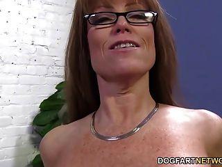 性感美洲獅darla起重機從大黑公雞肛門