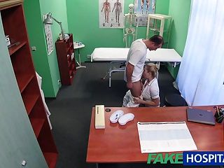 fakehospital性感的護士得到creampied由醫生