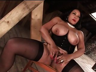豐滿的milf戲弄和擠奶她的奴隸