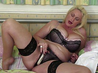 性感成熟的媽媽與大山雀和屁股