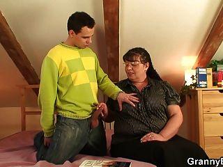 他甩了她的胖老貓