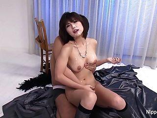 日本可愛得到她的臉&山雀淋浴與jizz