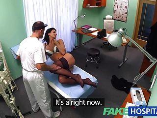 假醫生確保病人得到良好的檢查