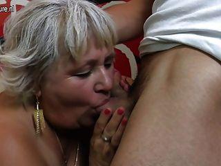 老奶奶他媽的年輕幸運的男孩