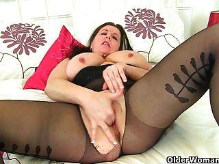 它是黑色緊身褲和沒有knickers天為英國媽媽傑西卡