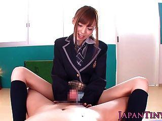 小的日本女學生pov wanks和吸一個公雞