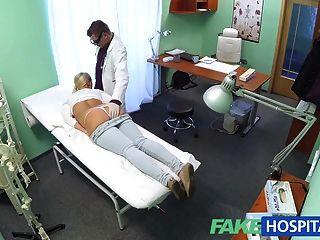 fakehospital金發女郎與大山雀想成為一名護士