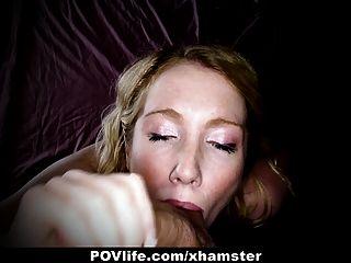 povlife角質金發上得到他媽的在相機的屁股!
