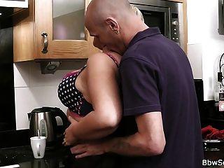 丈夫在廚房裡欺騙
