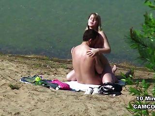 年輕德國青少年夫婦偷窺者在漢堡海灘的性