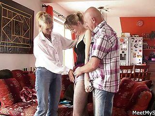 老夫婦勾引青少年和轟隆她
