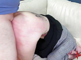 女商人得到殘酷的肛門破壞