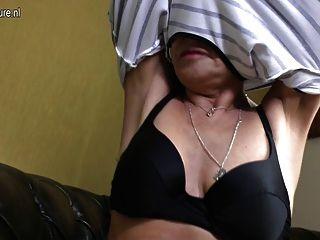 非常熱和性感的奶奶